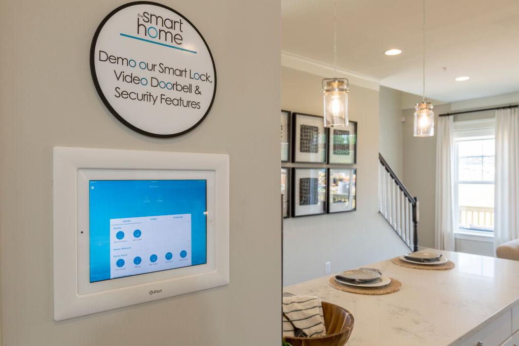 termostat  na ścianie w domu
