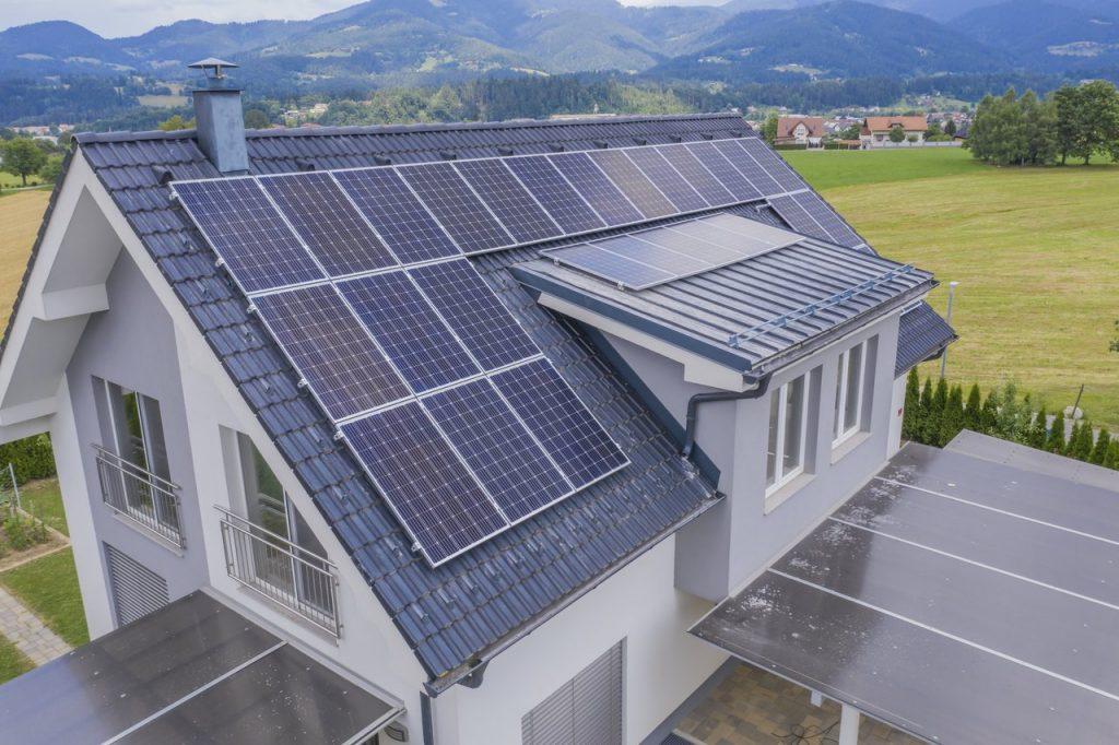 dom z solarami