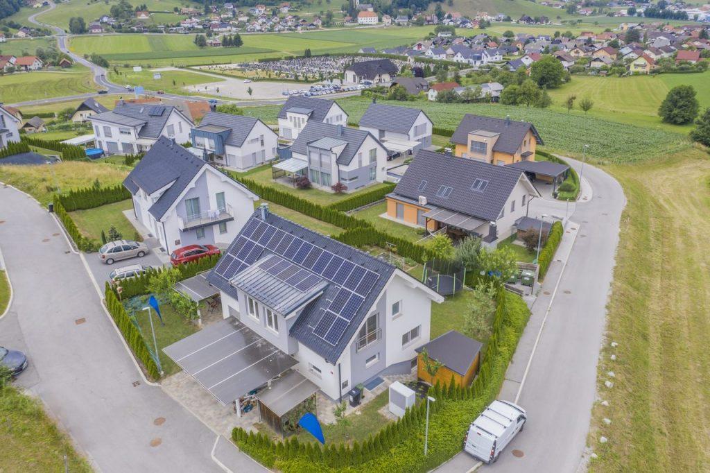 domy z solariami na dachu