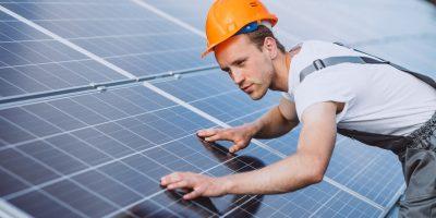 monter podczas montażu paneli słonecznych